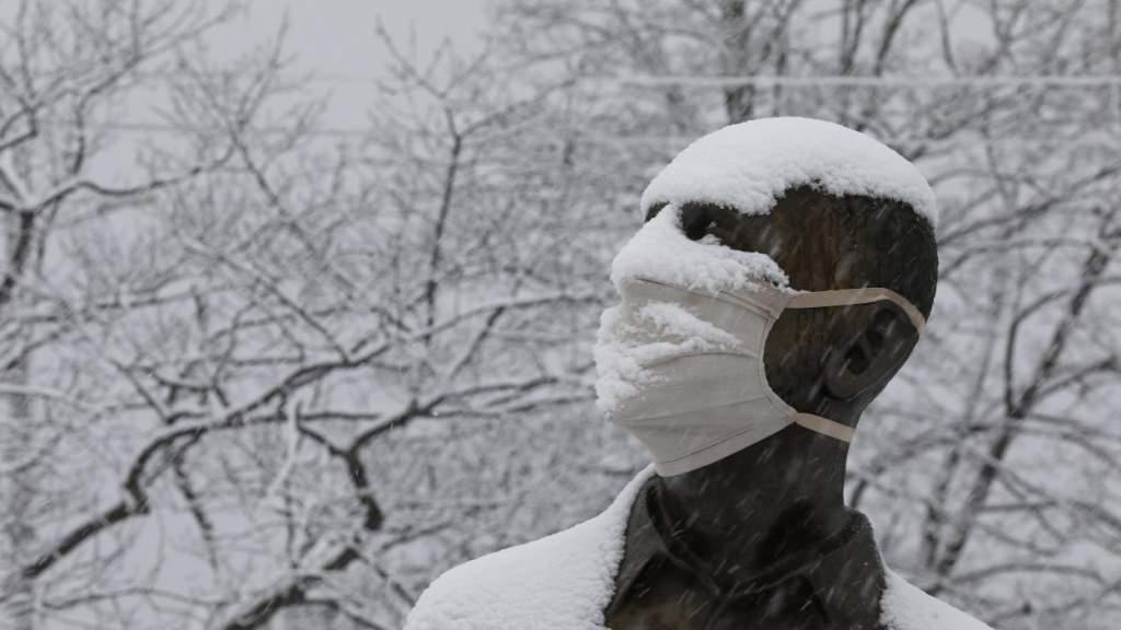 Синоптики: в среду в Латвии ожидается снег и град