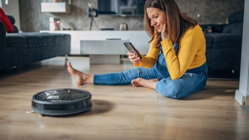 Что из техники стоит купить для дома: воздухоочиститель, робот-пылесос, массажёр