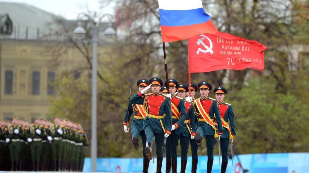 На площадях, воде и в воздухе. Россия отметила 76-летие Победы