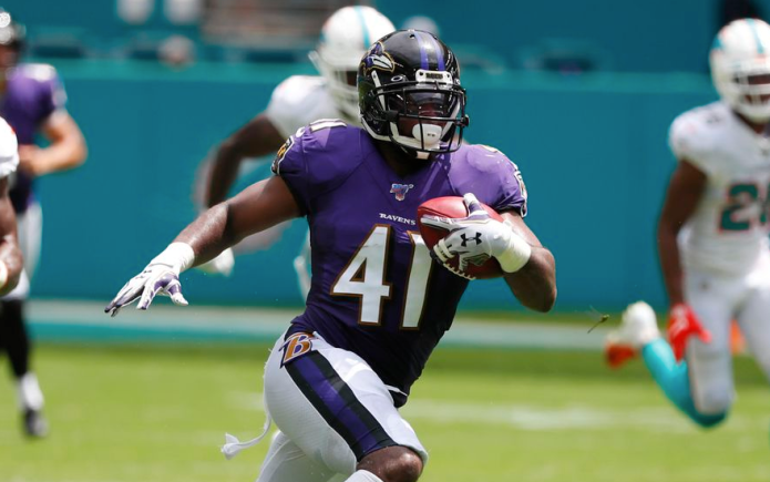 Veteran special teams standout Levine staying with Ravens on one-year deal