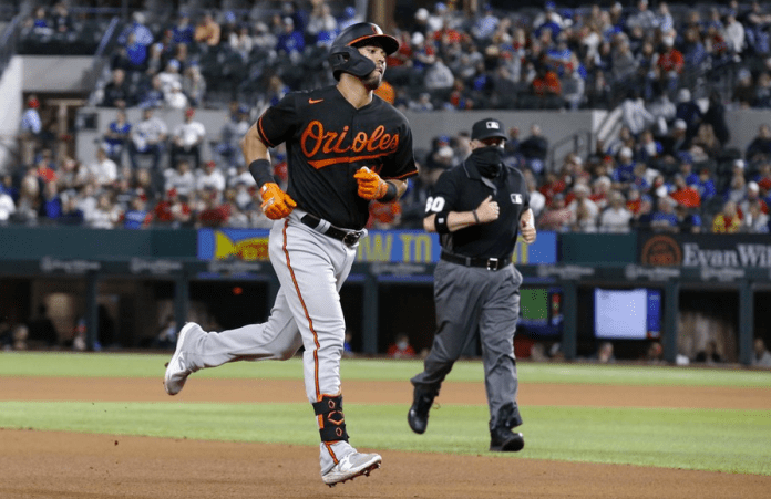 Orioles get back on track with 5-2 win at Texas