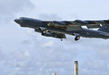 USA werden Luftschläge 100 Kilometer von russischer Grenze üben