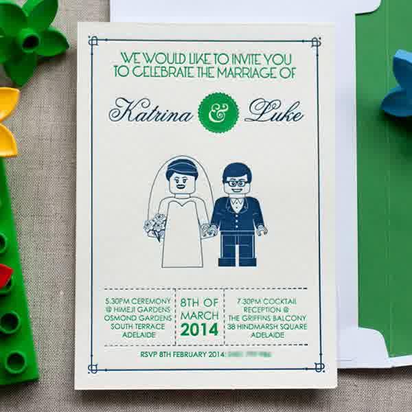 desain undangan pernikahan bertema lego