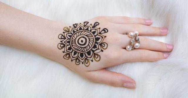 Download 75 Koleksi Gambar Henna Yang Mudah Dan Cantik Terbaik HD