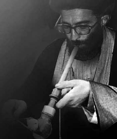 ali-khamenei-smoking-shisha-hooka-addicted-mullah-in-iran