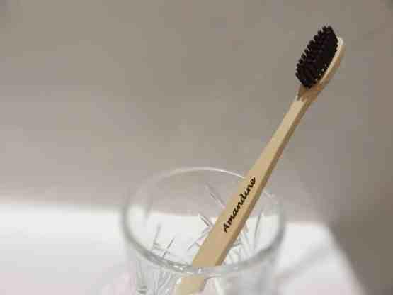 brosse à dent dans un verre