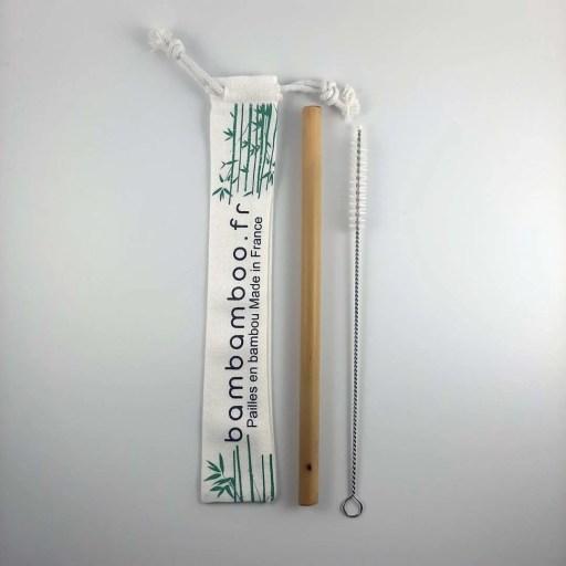 Une paille et sac en coton bio