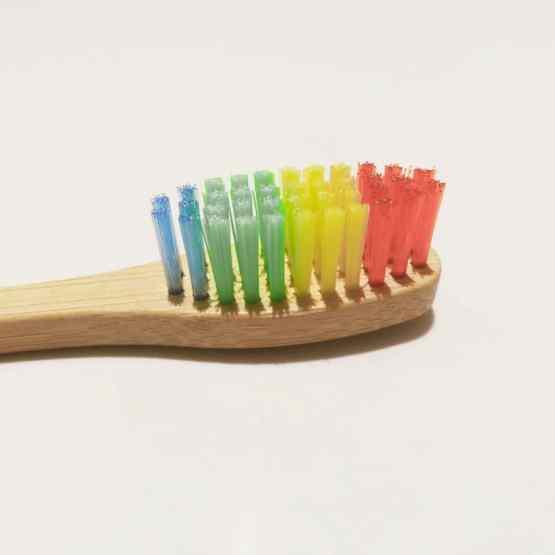 1 brosse à dents arc-en-ciel