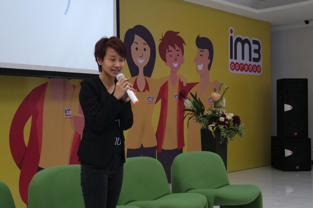 Sambutan mbak Dina Meganingtyas selaku perwakilan Indosat Ooredoo Regional Kalimantan pada Workshop Monetizasi Blog