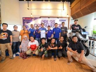 Para Top Manager Yamaha Kaltim Kaltara bersama awak media dan blogger beserta komunitas motor saat peluncuran Motor Sexy Yamaha Lexi di Warung Koffie Batavia Pentacity Balikpapan