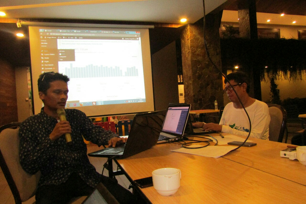 Sesi kelas SEO yang dibimbing oleh Anggi Alfonso dalam acara ngeblog bareng blogger di Grand Tjokro Balikpapan
