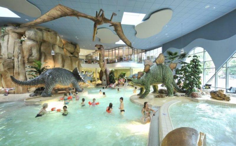 piscina tema dinosauri amburgo