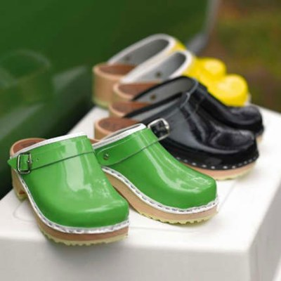 70% off patent leather children's clogs