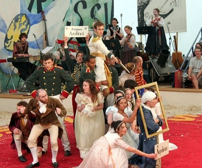 Giffords Circus: War and Peace