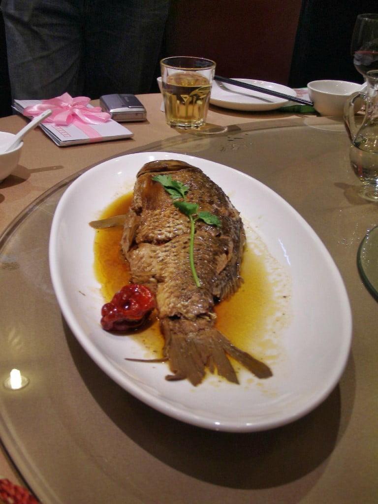 Ein Fisch gehört zu einem guten Dinner dazu