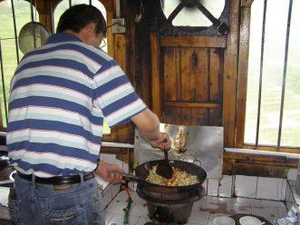 Kleiner Kochkurs mit dem Reiseleiter