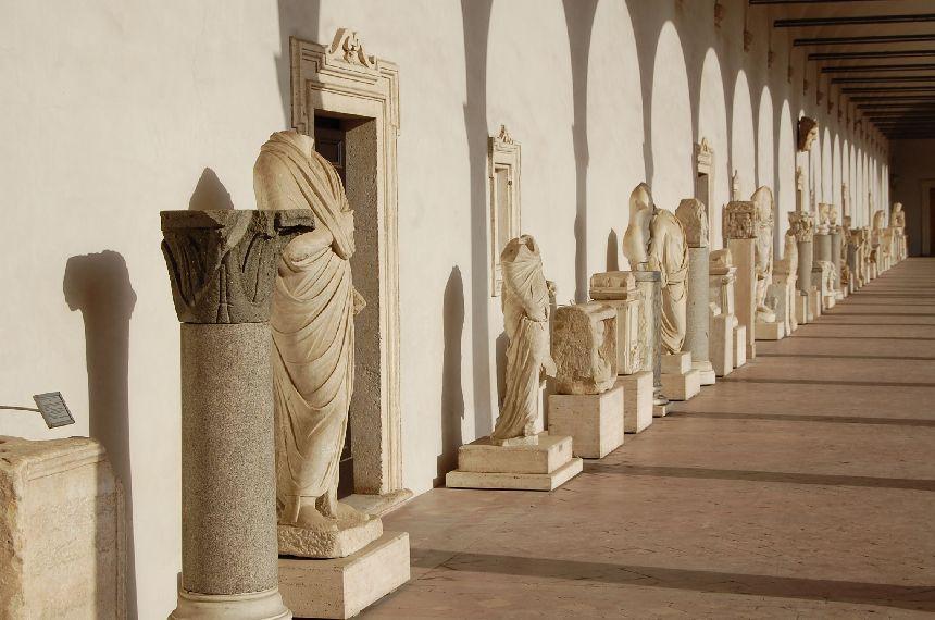 Im Kreuzgang der Diokletiansthermen