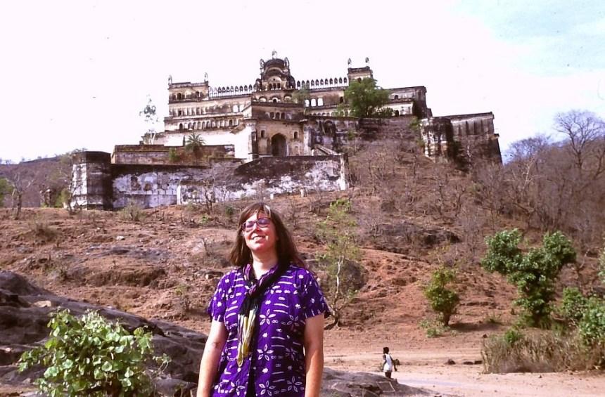 Ich vor dem Rajgarh Palast
