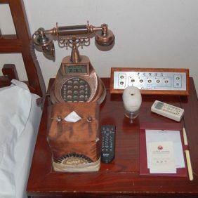 Im Zimmer: Nachttisch