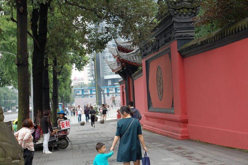 Vor dem Daci Tempel