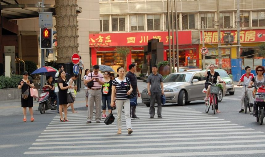 Jaywalking in Chengdu - Kurioses