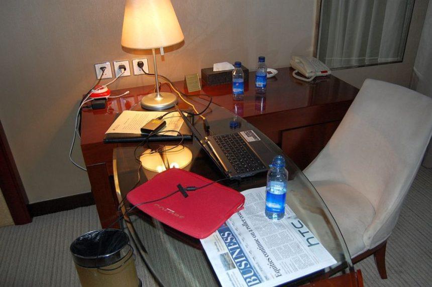 Schreibtisch im Hotel mit Internet