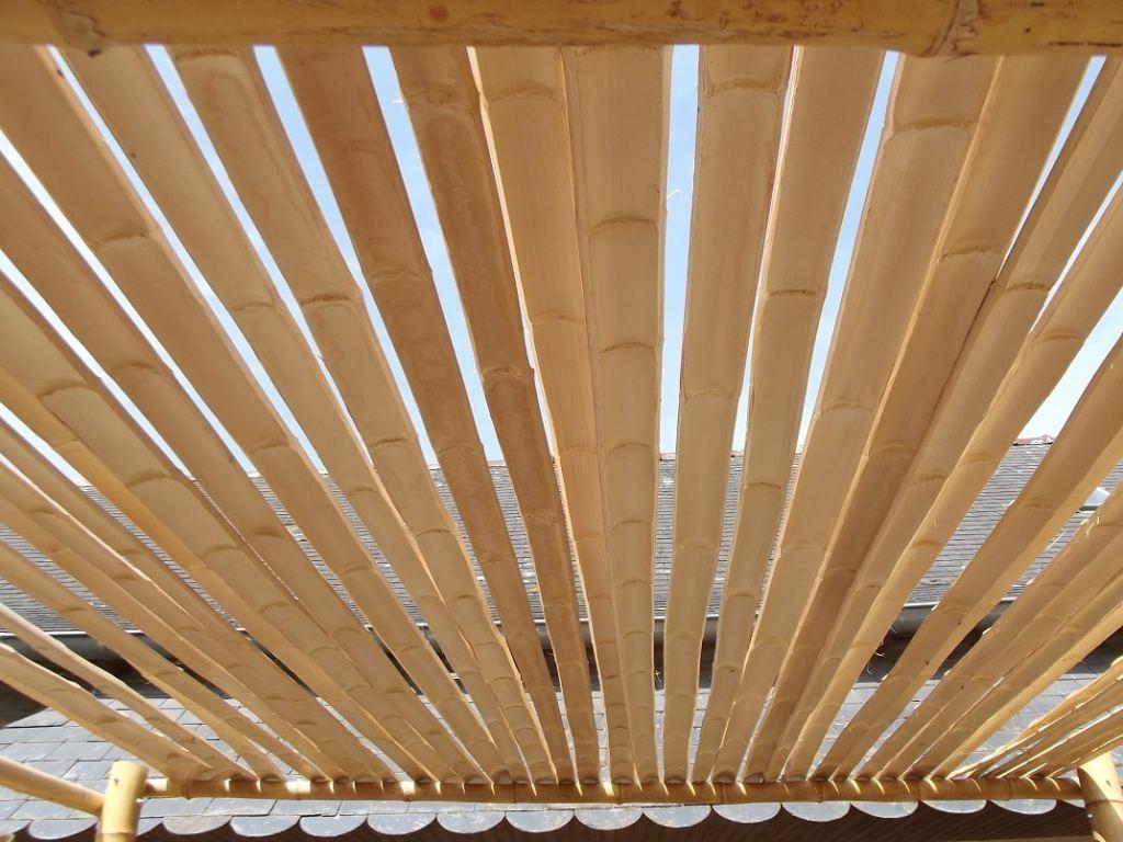 Lamelles de bambou pour faire une pergola en bambou