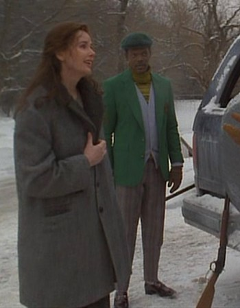 Samantha Caine (Geena Davis) and Mitch Henessey (Samuel L. Jackson) in The Long Kiss Goodnight. Mitch will wear Samantha's herringbone topcoat in later scenes.