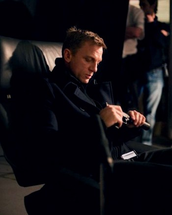 Daniel Craig as James Bond in Casino Royale (2006) (Source: Thunderballs)