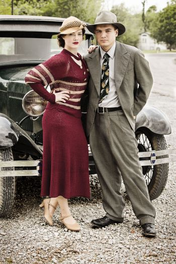 Emile Hirsch and Holliday Grainger as Clyde Barrow and Bonnie Parker in Bonnie and Clyde (2013)