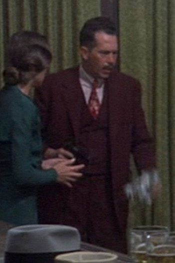 Warren Oates as John Dillinger in Dillinger (1973)