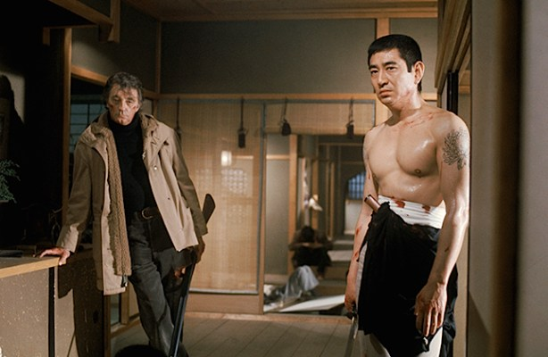 Production photo of Robert Mitchum and Ken Takakura.