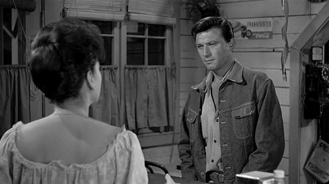 Dove settles up with Teresina (Anne Baxter).