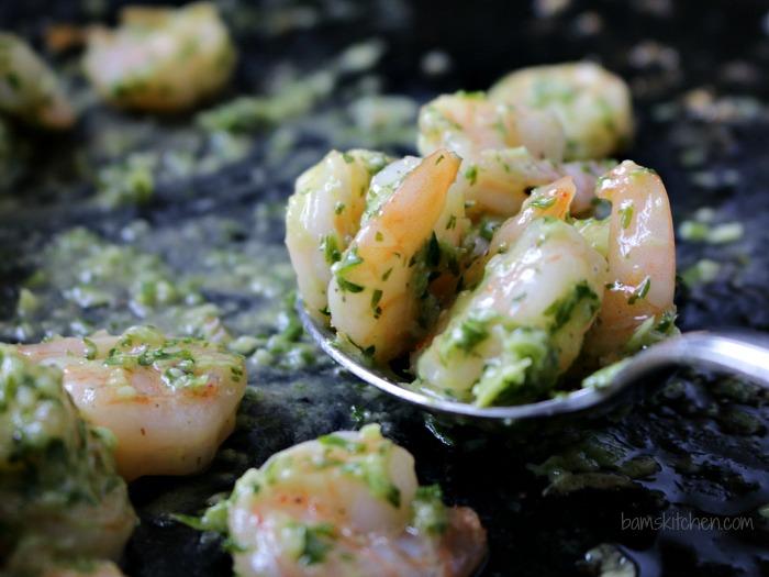 Parsley Lemon Pesto Shrimp Wraps / http://bamskitchen.com