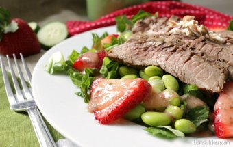 Seared Steak Salad with Strawberry and Cucumber Dressing / http:bamskitchen.com