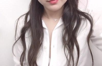 新橋いちゃキャバ・JK制服キャバクラ【ハイスクールbanana】 いずみ 1/7胸元はだけ