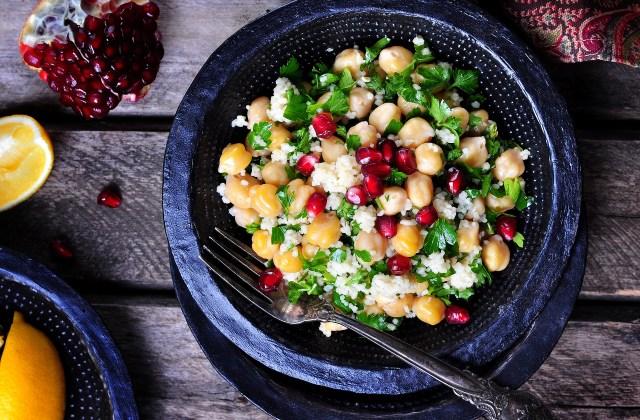 Kichererbsensalat mit Couscous und Granatapfel