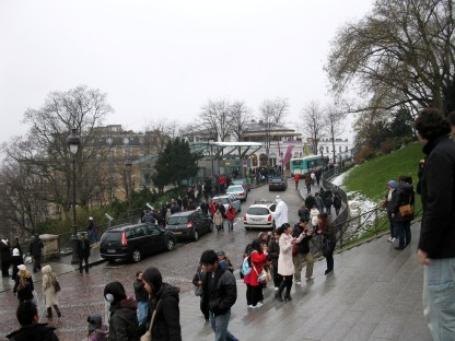 As a tourist area, people are definitely not a scarcity in Montmartre.