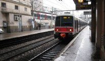 Here comes the train from RER Line B that would take me to Luxembourg station, near Jardin Luxembourg.