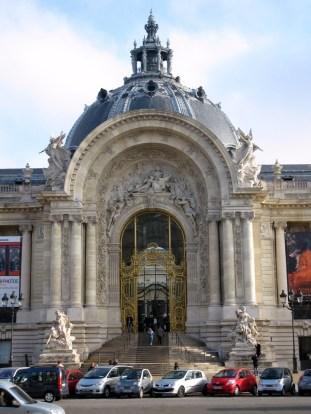 Let Petit Palais, a museum near les Champs-Élysées.