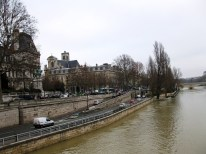 A final look at the Seine before I headed for the airport.