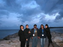A stroll by the beach at dusk - Annie, Mariel the Filipino girl, Ragu the Indian guy, Henu the Nepalese girl, and Uyxing.