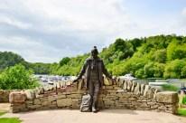 "Statue of ""Mountain Man"", Tom Weir"