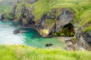 Giant hole/cave seen on the way to Carrickarede
