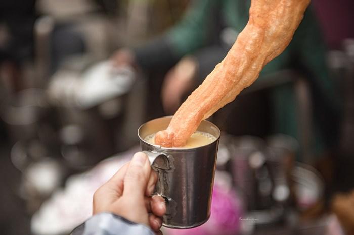 嘉義碳燒杏仁茶:南門80年杏仁油條老店-路旁圍爐古早味早餐,加蛋吃法很懂吃