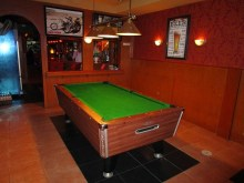 Noot bar pool room