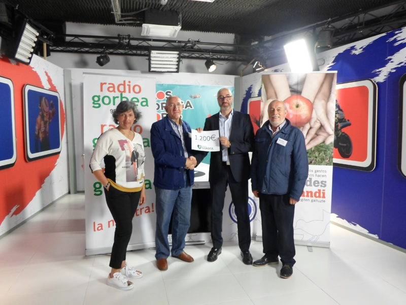Radio Gorbea entrega 1.200 Euros al Banco de Alimentos de Álava