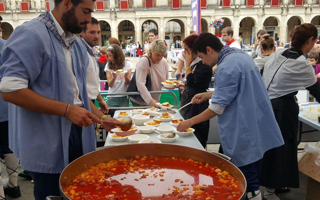 El Banco de Alimentos de Araba recibe el gesto solidario de varias entidades en las fiestas patronales de Vitoria-Gasteiz