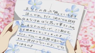 Em baixo: A Heroína lê a carta de uma fã de 19 anos.