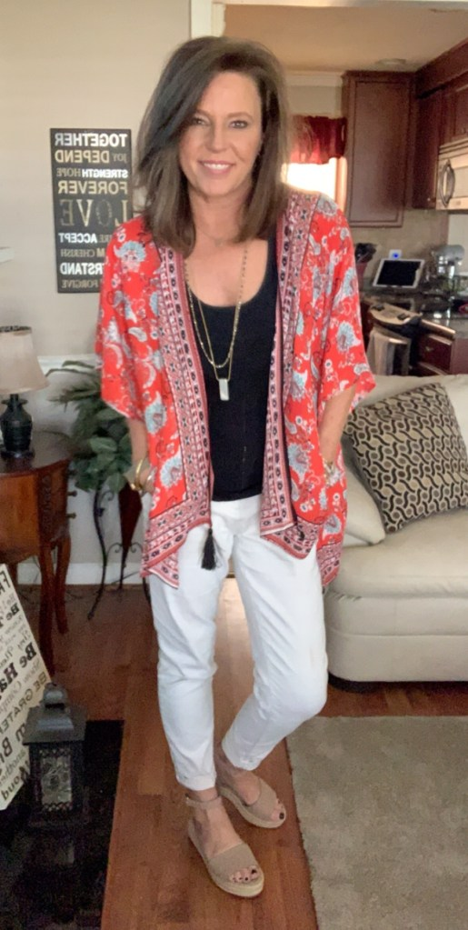 5e734b275 I bought this kimono last summer from Cato and absolutely fell in love with  it. I loved wearing it with shorts, it gives me just enough coverage that I  like ...